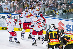 09.04.2019, Eisarena, Salzburg, AUT, EBEL, EC Red Bull Salzburg vs Vienna Capitals, Halbfinale, 6. Spiel, im Bild Torjubel Salzburg nach deem 1:2 durch Thomas Raffl (EC Red Bull Salzburg) // during the Erste Bank Icehockey 6th semifinal match between EC Red Bull Salzburg vs Vienna Capitals at the Eisarena in Salzburg, Austria on 2019/04/09. EXPA Pictures © 2019, PhotoCredit: EXPA/ JFK