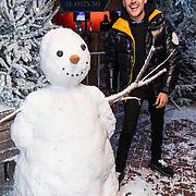 NLD/Amsterdam/20191003 - Lancering Het Amsterdamse Winterparadijs, Lil Kleine bij de sneeuwpop