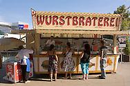 Europe, Germany, Cologne, hot-dog stall at the Chocolate Museum at the Rheinau harbor.....Europa, Deutschland, Koeln, die aus dem Koelner Tatort [ARD Krimiserie] bekannte Wurstbraterei der Familie Vosen am Schokoladenmuseum im Rheinauhafen.