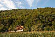 Haus am Wald, Naturschutzgebiet Donauleiten, Donau, Bayerischer Wald, Bayern, Deutschland   nature reserve Donauleiten, Danube, Bavarian Forest, Bavaria, Germany