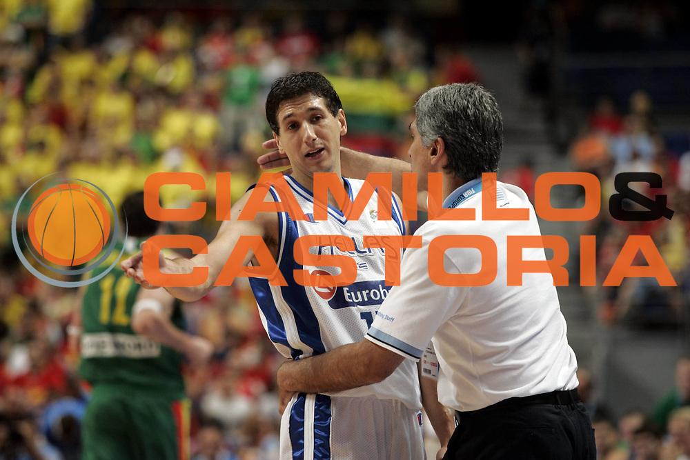 DESCRIZIONE : Madrid Spagna Spain Eurobasket Men 2007 Final 3rd 4th Place Grecia Lituania Greece Lithuania <br /> GIOCATORE : Dimitrios Diamantidis Panagiotis Yannakis <br /> SQUADRA : Grecia Greece <br /> EVENTO : Eurobasket Men 2007 Campionati Europei Uomini 2007 <br /> GARA : Grecia Lituania Greece Lithuania <br /> DATA : 16/09/2007 <br /> CATEGORIA : Delusione <br /> SPORT : Pallacanestro <br /> AUTORE : Ciamillo&amp;Castoria/H.Bellenger <br /> Galleria : Eurobasket Men 2007 <br /> Fotonotizia : Madrid Spagna Spain Eurobasket Men 2007 Final 3rd 4th Place Grecia Lituania Greece Lithuania <br /> Predefinita :
