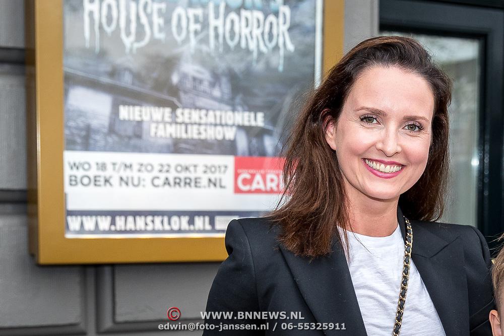NLD/Amsterdam/20170823 - Premiere Grootste Zwanenmeer ter wereld, Marie-Claire Witlox en kinderen Valerie en Salomon