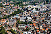 Nederland, Noord-Holland, Alkmaar, 14-07-2008; binenstad met Sint Laurens (Laurenskerk) en stadskantoor aan Noord-Hollandsch kanaal. .luchtfoto (toeslag); aerial photo (additional fee required); .foto Siebe Swart / photo Siebe Swart