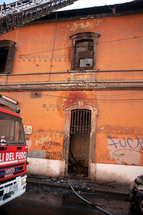 Roma  15 Ottobre 2011.Manifestazione contro la crisi e l'austerità.I manifestanti incendiano un edificio del ministero della Difesa,intervengono i vigili del fuoco. Sul muro la scritta 'Guerra allo Stato'