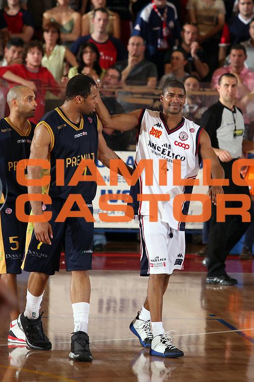 DESCRIZIONE : Biella Lega A1 2006-07 Angelico Biella Premiata Montegranaro<br /> GIOCATORE : Gaines Anagonye<br /> SQUADRA : Angelico Biella Premiata Montegranaro<br /> EVENTO : Campionato Lega A1 2006-2007<br /> GARA : Angelico Biella Premiata Montegranaro<br /> DATA : 09/05/2007<br /> CATEGORIA : Curiosita<br /> SPORT : Pallacanestro<br /> AUTORE : Agenzia Ciamillo-Castoria/S.Ceretti