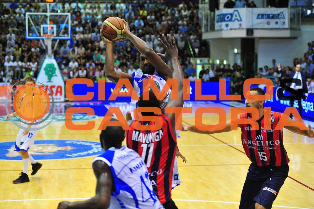 DESCRIZIONE : Sassari Lega A 2012-13 Dinamo Sassari Angelico Biella<br /> GIOCATORE : Bootsi Thornton<br /> CATEGORIA : Tiro<br /> SQUADRA : Dinamo Sassari<br /> EVENTO : Campionato Lega A 2012-2013 <br /> GARA : Dinamo Sassari Angelico Biella<br /> DATA : 30/09/2012<br /> SPORT : Pallacanestro <br /> AUTORE : Agenzia Ciamillo-Castoria/M.Turrini<br /> Galleria : Lega Basket A 2012-2013  <br /> Fotonotizia : Sassari Lega A 2012-13 Dinamo Sassari Angelico Biella<br /> Predefinita :