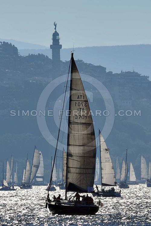 Trieste,  10/10/2010..Regata:  42° Barcolana.Nella Foto: I momenti che precedono la partenza. Vista dal castello di Miramare..Foto di Simone Ferraro