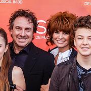 NLD/Amsterdam/20160403 - Premiere musical Sky, Marco Borsato met partner Leontine en kinderen Senna en Jada