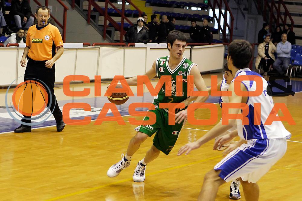 DESCRIZIONE : Napoli Lega A 2009-10 Martos Napoli Montepaschi Siena<br /> GIOCATORE : Lorenzo D'Ercole<br /> SQUADRA : Montepaschi Siena<br /> EVENTO : Campionato Lega A 2009-2010 <br /> GARA : Martos Napoli Montepaschi Siena<br /> DATA : 31/01/2010<br /> CATEGORIA : palleggio<br /> SPORT : Pallacanestro <br /> AUTORE : Agenzia Ciamillo-Castoria/A.De Lise<br /> Galleria : Lega Basket A 2009-2010 <br /> Fotonotizia : Napoli Campionato Italiano Lega A 2009-2010 Martos Napoli Montepaschi Siena<br /> Predefinita :