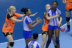 07-12-2013 HANDBAL: WERELD KAMPIOENSCHAP NEDERLAND - DOMINICAANSE REPUBLIEK: BELGRADO <br /> 21st Women s Handball World Championship Belgrade, Nederland wint met 44-21 / (L-R) Danick Snelder, Nycke Groot<br /> ©2013-WWW.FOTOHOOGENDOORN.NL