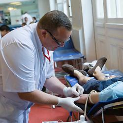 Centre de prélèvement temporaire du CTSA (Centre de transfusion sanguine des armées) installé dans le terminal Air France des Invalides pour permettre le don du sang au profit des soldats blessés à l'occasion de la fête nationale.<br /> Juillet 2015/ Paris (75) / FRANCE