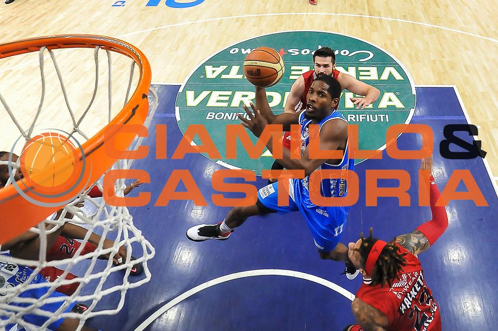 DESCRIZIONE : Campionato 2014/15 Serie A Beko Semifinale Playoff Gara4 Dinamo Banco di Sardegna Sassari - Olimpia EA7 Emporio Armani Milano<br /> GIOCATORE : Jerome Dyson<br /> CATEGORIA : Tiro Penetrazione Sottomano Special<br /> SQUADRA : Dinamo Banco di Sardegna Sassari<br /> EVENTO : LegaBasket Serie A Beko 2014/2015 Playoff<br /> GARA : Dinamo Banco di Sardegna Sassari - Olimpia EA7 Emporio Armani Milano Gara4<br /> DATA : 04/06/2015<br /> SPORT : Pallacanestro <br /> AUTORE : Agenzia Ciamillo-Castoria/L.Canu<br /> Galleria : LegaBasket Serie A Beko 2014/2015