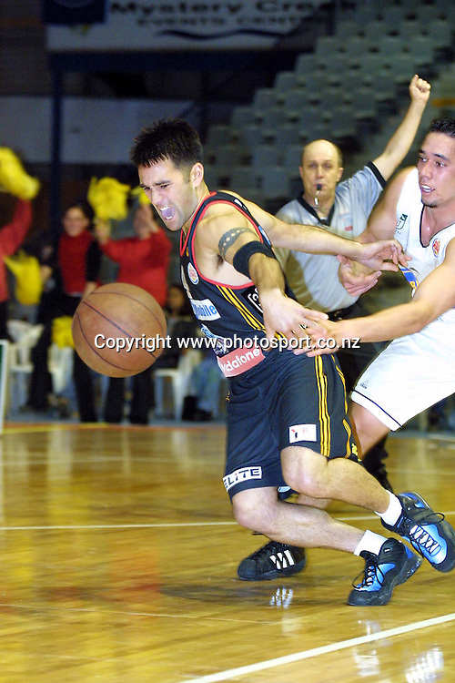 Chris Tupu in action during the NBL basketball semi-final match between Waikato and Auckland, 18 August, 2001 at Mystery Creek in Hamilton.  Photo: Sandra Teddy/PHOTOSPORT<br />