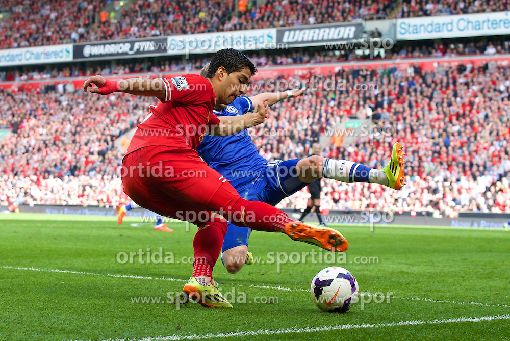 27.04.2014, Anfield, Liverpool, ENG, Premier League, FC Liverpool vs FC Chelsea, 36. Runde, im Bild Liverpool's Luis Suarez in action against Chelsea // during the English Premier League 36th round match between Liverpool FC and Chelsea FC at Anfield in Liverpool, Great Britain on 2014/04/27. EXPA Pictures &copy; 2014, PhotoCredit: EXPA/ Propagandaphoto/ David Rawcliffe<br /> <br /> *****ATTENTION - OUT of ENG, GBR*****