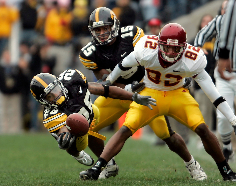 Scott Morgan/The Hawk Eye.Iowa's Minnesota's in the second half Saturday November 19, 2005 during their game at Kinnick Stadium in Iowa City.