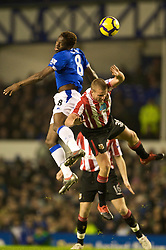 LIVERPOOL, ENGLAND - Wednesday, January 27, 2010: Everton's Louis Saha in action against Sunderland's Lee Cattermole during the Premiership match at Goodison Park. (Photo by: David Rawcliffe/Propaganda)