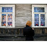 """Autor de la Obra: Aaron Sosa<br /> Título: """"Serie: Color Whispers""""<br /> Lugar: Suwalki - Polonia<br /> Año de Creación: 2008<br /> Técnica: Captura digital en RAW impresa en papel 100% algodón Ilford Galeríe Prestige Silk 310gsm<br /> Medidas de la fotografía: 33,3 x 22,3 cms<br /> Medidas del soporte: 45 x 35 cms<br /> Observaciones: Cada obra esta debidamente firmada e identificada con """"grafito – material libre de acidez"""" en la parte posterior. Tanto en la fotografía como en el soporte. La fotografía se fijó al cartón con esquineros libres de ácido para así evitar usar algún pegamento contaminante.<br /> <br /> Precio: Consultar<br /> Envios a nivel nacional  e internacional."""