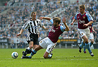 Fotball<br /> Premier League 2004/05<br /> Newcastle v Aston Villa<br /> 2. april 2005<br /> Foto: Digitalsport<br /> NORWAY ONLY<br /> Aston Villa's Olof Mellberg (R) slides in to tackle Newcastle's Lee Bowyer (L)