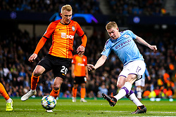 Kevin De Bruyne of Manchester City takes on Viktor Kovalenko of Shakhtar Donetsk - Mandatory by-line: Robbie Stephenson/JMP - 26/11/2019 - FOOTBALL - Etihad Stadium - Manchester, England - Manchester City v Shakhtar Donetsk - UEFA Champions League Group Stage