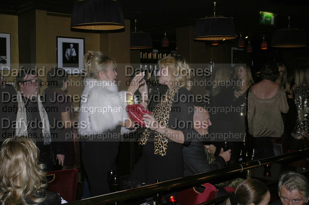 Patti Boyd and Louise Fennell, Bazaar and Moet  Black, White and Gold party. Ronnie Scott's. Frith St. London. 16 november 2006. ONE TIME USE ONLY - DO NOT ARCHIVE  © Copyright Photograph by Dafydd Jones 66 Stockwell Park Rd. London SW9 0DA Tel 020 7733 0108 www.dafjones.com