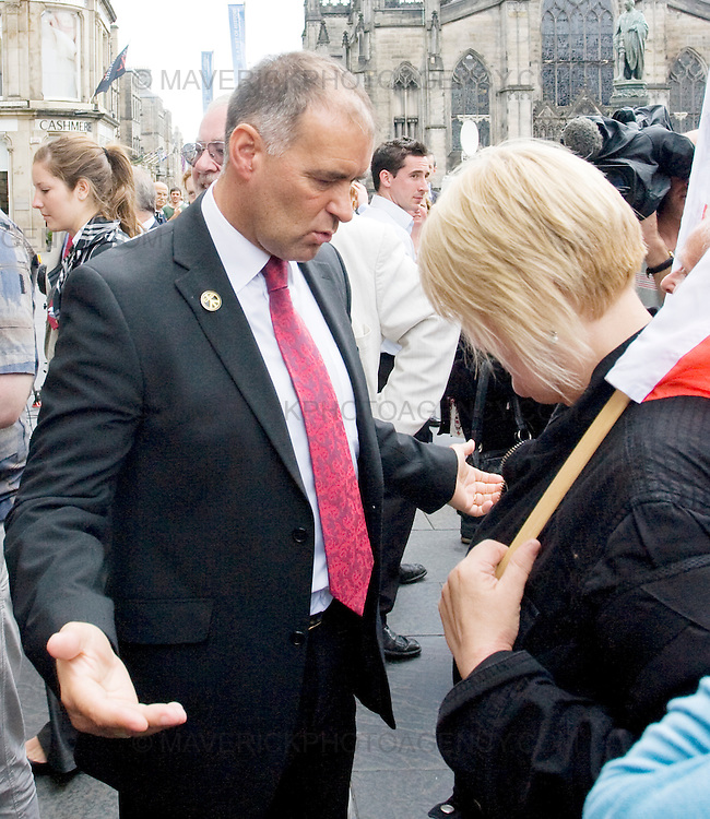 Former Socialist MSP Tommy Sheridan and his wife Gail leave Edinburgh High Court where he is facing perjury charges.....Picture Michael Hughes/Maverick.