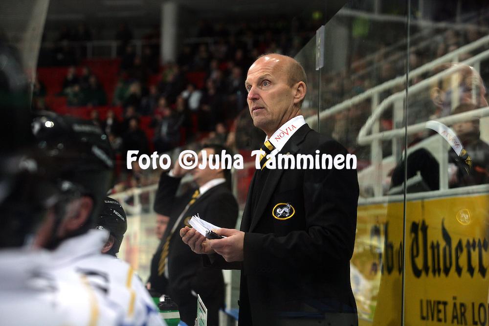 03.12.2009, Turkuhalli, Turku..J??kiekon SM-liiga 2009-10.HC TPS - K?rp?t.P??valmentaja Matti Alatalo - K?rp?t.©Juha Tamminen.