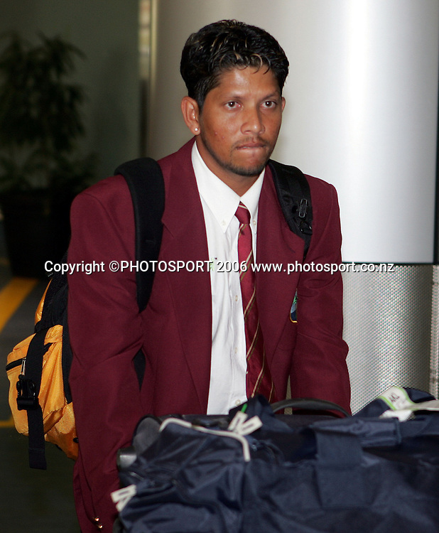 Ramnaresh Sarwan of the West Indian cricket team arrives at Auckland International Airport on Friday 10 February 2006. Photo: Tim Hales/PHOTOSPORT<br />