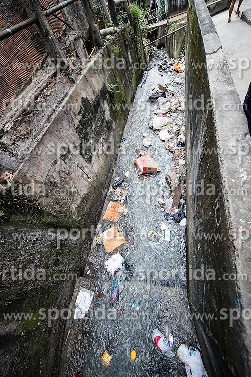 02.08.2016, Favela Rocinha, Rio de Janeiro, BRA, Rio 2016, Olympische Sommerspiele, Vorberichte, im Bild Abwasser // sewage during preparation for the Rio 2016 Olympic Summer Games at the Favela Rocinha in Rio de Janeiro, Brazil on 2016/08/02. EXPA Pictures © 2016, PhotoCredit: EXPA/ Johann Groder