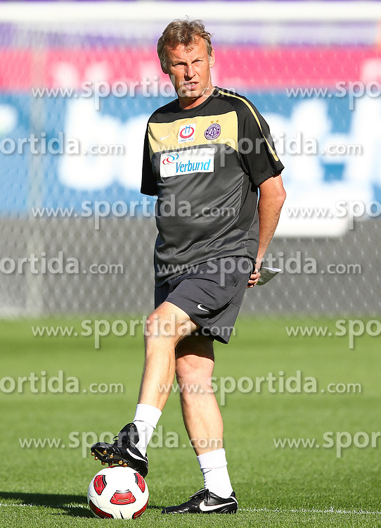 25.08.2010, Horr Stadion, Wien, AUT, UEFA EL, Abschlusstraining FK Austria Wien, im Bild Karl Daxbacher, (FK Austria Wien, Headcoach) ,  EXPA Pictures © 2010, PhotoCredit: EXPA/ T. Haumer / SPORTIDA PHOTO AGENCY