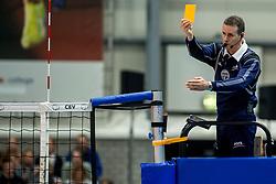 08-11-2017 NED: CEV CL Abiant Lycurgus - Noliko Maaseik, Groningen<br /> Abiant/Lycurgus verloor in de derde voorronde met 1-3 van het Belgische Noliko Maaseik: 19-25 25-22 17-25 22-25 / Scheidsrechter geile kaart item volleybal
