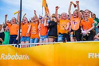 EINDHOVEN -  Jeugdige supporters van Oranje tijdens  de Pro League hockeywedstrijd  Nederland-Nieuw Zeeland .   COPYRIGHT KOEN SUYK
