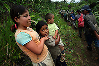 Children watch a line of workers hired by the Colombian government to manually eradicate coca crops walk by near La Via Alta, in a remote area of the southern Colombian state of Nariño, on Thursday, June 21, 2007. (Photo/Scott Dalton)
