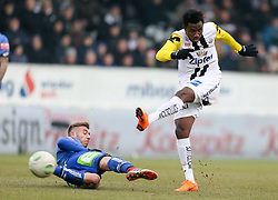 03.03.2018, TGW Arena, Pasching, AUT, 1. FBL, LASK Linz vs SK Puntigamer Sturm Graz, 25. Runde, im Bild v.l. Sandi Lovric (SK Puntigamer Sturm Graz), Samuel Tetteh (LASK Linz) // during the Austrian Football Bundesliga 25th Round match between LASK Linz und SK Puntigamer Sturm Graz at the TGW Arena in Pasching, Austria on 2018/03/03. EXPA Pictures © 2018, PhotoCredit: EXPA/ Roland Hackl