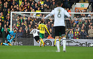 Sam Winnall of Derby County scores his sides 2nd goal during the Sky Bet Championship match at Carrow Road, Norwich<br /> Picture by Paul Chesterton/Focus Images Ltd +44 7904 640267<br /> 28/10/2017