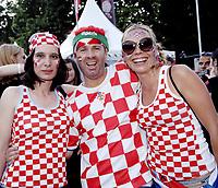 GEPA-2006087372 - WIEN,AUSTRIA,20.JUN.08 - FUSSBALL - UEFA Europameisterschaft, EURO 2008, Host City Fan Zone, Fanmeile, Fan Meile, Public Viewing. Bild zeigt Kroatien-Fans beim Rathausplatz.<br />Foto: GEPA pictures/ Reinhard Mueller