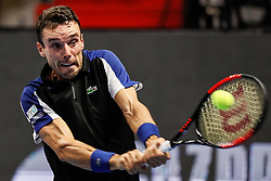 September 22, 2018 - Saint Petersburg, Russia - Roberto Bautista Agut of Spain returns the ball to Dominic Thiem of Austria during their St. Petersburg Open 2018 semi final tennis match on September 22, 2018 in Saint Petersburg, Russia. (Credit Image: © Mike Kireev/NurPhoto/ZUMA Press)