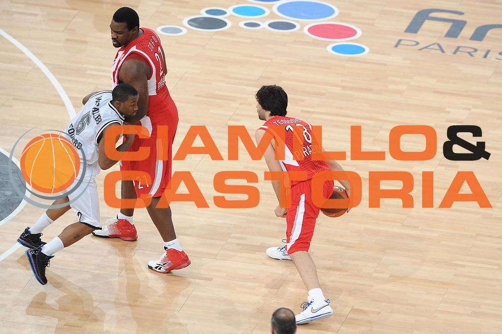 DESCRIZIONE : Parigi Paris Eurolega Eurolegue 2009-10 Final Four Semifinale Semifinal Partizan Belgrado Olympiacos Pireo Atene<br /> GIOCATORE : Milos Teodosic  <br /> SQUADRA : Olympiacos Pireo Atene<br /> EVENTO : Eurolega 2009-2010 <br /> GARA : Partizan Belgrado Olympiacos Pireo Atene<br /> DATA : 07/05/2010 <br /> CATEGORIA : palleggio blocco<br /> SPORT : Pallacanestro <br /> AUTORE : Agenzia Ciamillo-Castoria/GiulioCiamillo<br /> Galleria : Eurolega 2009-2010 <br /> Fotonotizia : Parigi Paris Eurolega Euroleague 2009-2010 Final Four Semifinale Semifinal Partizan Belgrado Olympiacos Pireo Atene<br /> Predefinita :