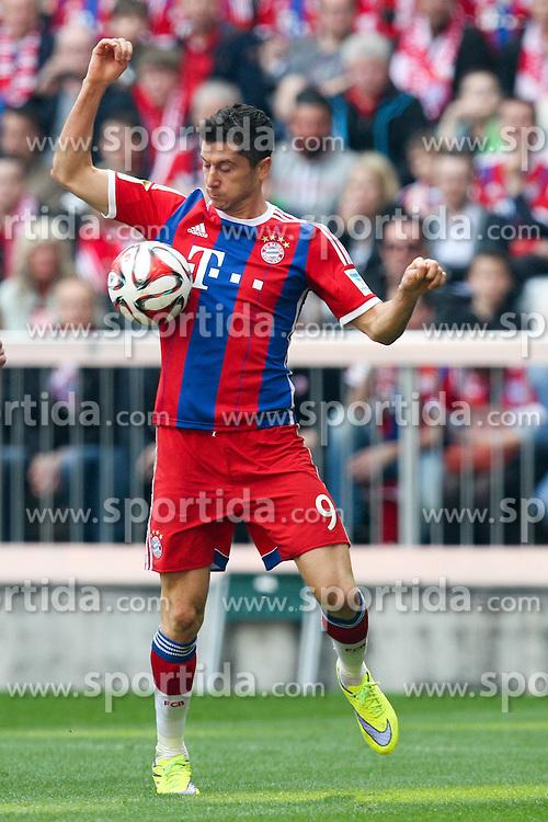 11.04.2015, Allianz Arena, Muenchen, GER, 1. FBL, FC Bayern Muenchen vs Eintracht Frankfurt, 28. Runde, im Bild Robert Lewandowski #9 (FC Bayern Muenchen) // during the German Bundesliga 28th round match between FC Bayern Munich and Eintracht Frankfurt at the Allianz Arena in Muenchen, Germany on 2015/04/11. EXPA Pictures &copy; 2015, PhotoCredit: EXPA/ Eibner-Pressefoto/ Kolbert<br /> <br /> *****ATTENTION - OUT of GER*****