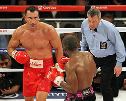 26.04.2015, Madison Square Garden, New York, USA, WBA, Wladimir Klitschko vs Bryant Jennings, im Bild l-r. Wladimir Klitschko, Bryant Jennings // during IBF, WBO and WBA world heavyweight title boxing fight between Wladimir Klitschko of Ukraine and Bryant Jennings of the USA at the Madison Square Garden in New York, United Staates on 2015/04/26. EXPA Pictures © 2015, PhotoCredit: EXPA/ Eibner-Pressefoto/ Kolbert<br /> <br /> *****ATTENTION - OUT of GER*****