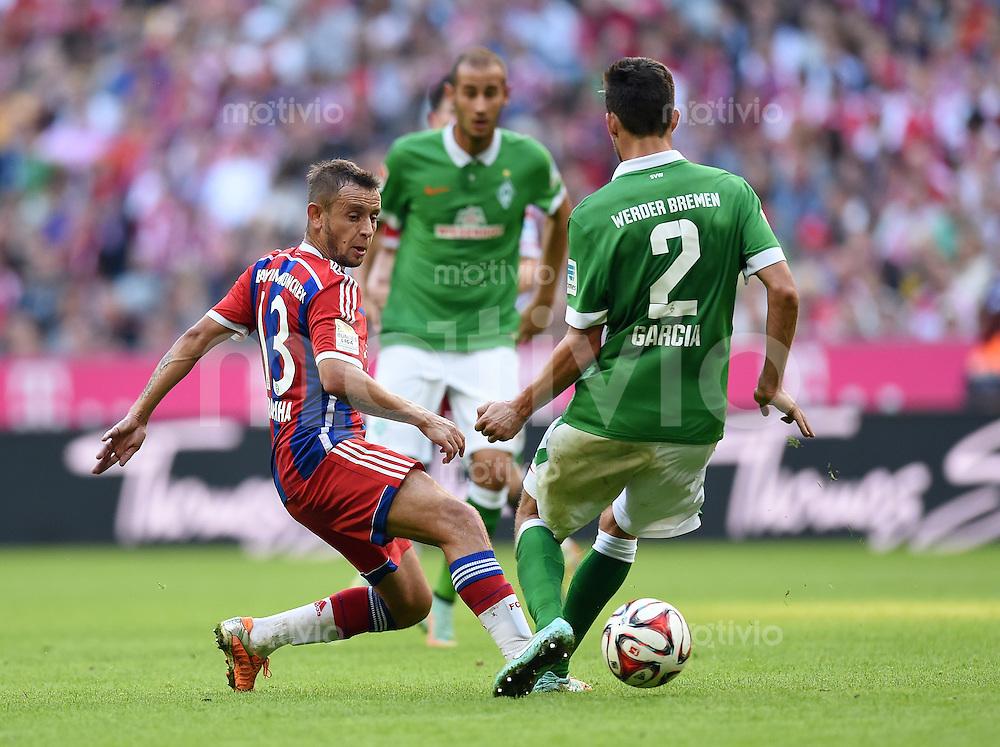 Fussball  1. Bundesliga  Saison 2014/2015   8. SPIELTAG FC Bayern Muenchen - Werder Bremen    18.10.2014 Rafinha (li, FC Bayern Muenchen) gegen Santiago Garcia (SV Werder Bremen)