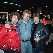 CD uitreiking Ruud Baja Beach Club, Ruud Bernard met zijn 2 broers Dick en Ger