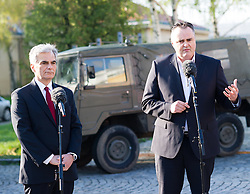 13.04.2016, Heckenast-Burian-Kaserne, Wien, AUT, Bundesregierung, Stärkung des Bundesheeres für mehr Sicherheit, im Bild v.l.n.r. Bundeskanzler Werner Faymann (SPÖ) und Bundesminister für Landesverteidigung und Sport Hans Peter Doskozil (SPÖ) // f.l.t.r. Federal Chancellor of Austria Werner Faymann and Austrian Minister of Defence and Sport Hans Peter Doskozil during press statement of the austrian chancellor and defence minister according to strengthening the austrian armed forces for more security in Vienna, Austria on 2016/04/13, EXPA Pictures © 2016, PhotoCredit: EXPA/ Michael Gruber