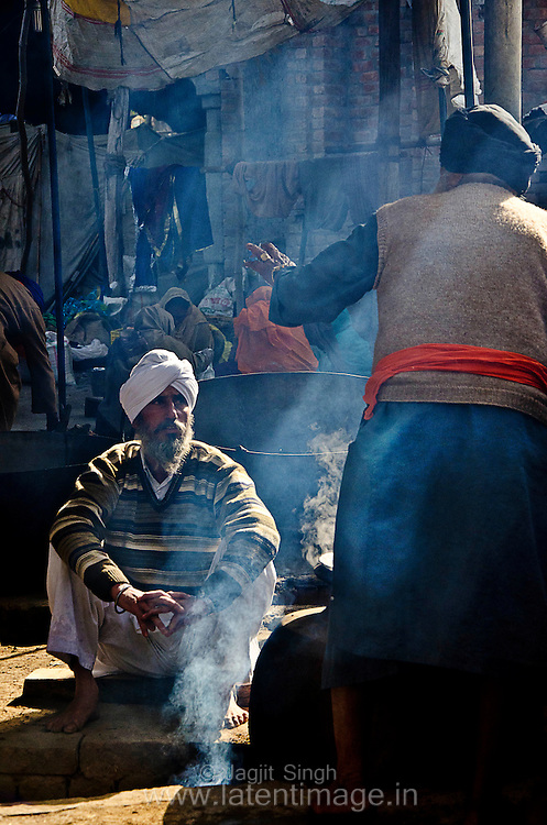 For the convenience of the pilgrims, the local villagers set up langars (voluntary community kitchens). Proper Punjabi food is served with utmost humility as pilgrims from all castes and walks of life sit together on the ground and eat.
