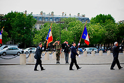 FRANCE PARIS 27JUL07 - Daily ceremony by war veterans at the Arc De Triomphe stoking up the flame on the tomb of an unknown soldier.. . jre/Photo by Jiri Rezac. . © Jiri Rezac 2007. . Contact: +44 (0) 7050 110 417. Mobile:  +44 (0) 7801 337 683. Office:  +44 (0) 20 8968 9635. . Email:   jiri@jirirezac.com. Web:    www.jirirezac.com. . © All images Jiri Rezac 2007 - All rights reserved.