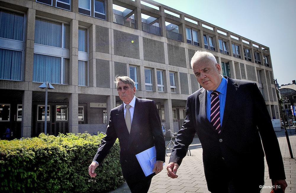 Nederland,Arnhem,24-05-2012 John  Deuss verlaat met zijn advocaat de rechtbank na afloop van het vonnis.  FOTO: Gerard Til / Hollandse Hoogte