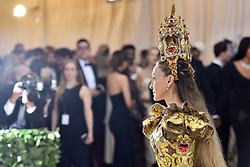 Sarah Jessica Parker walking the red carpet at The Metropolitan Museum of Art Costume Institute Benefit celebrating the opening of Heavenly Bodies : Fashion and the Catholic Imagination held at The Metropolitan Museum of Art  in New York, NY, on May 7, 2018. (Photo by Anthony Behar/Sipa USA)