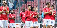 25-09-2016: Voetbal: FC Utrecht v Sparta Rotterdam: Utrecht<br /> <br /> (L-R) Speler FC Utrecht bedanken het publiek na afloop van het Eredivsie duel tussen FC Utrecht en Sparta in stadion Galgenwaard te Utrecht op 25 september tijdens speelronde 7<br /> <br /> Eredivisie - Seizoen 2016 / 2017<br /> <br /> <br /> Foto: Gertjan Kooij
