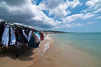 Salento - Puglia - Marina di Pescoluse - Carretto ambulante posteggiato sul bagnasciuga per mostrare la merce alle bagnanti.
