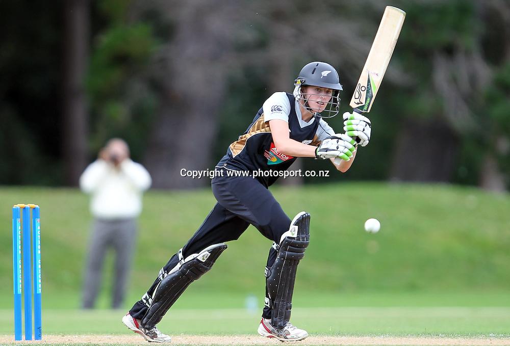 Amy Satterthwaite in action for the White Ferns.<br /> Cricket - Rosebowl Series. Twenty20 International - New Zealand White Ferns v Australia, 20 February 2011, Queens Park, Invercargill, New Zealand.<br /> Photo: Rob Jefferies / www.photosport.co.nz