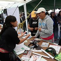 Toluca, México.- En la Plaza de los Mártires fue instalada una Feria de Salud con unidades de Salud del ISEM e ISSEMyM, en donde se hicieron pruebas de VIH, vacunas, toma de presión, orientación sexual, mastografías y revisiones medicas en general. Agencia MVT / Crisanta Espinosa